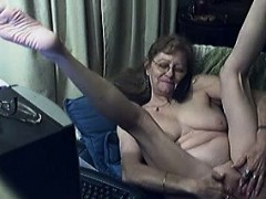 mature lady loves to have phone sex while pleasuring herself