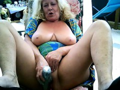 mature girl masturbates on webcam