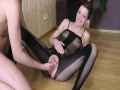 fisting her loose woman snatch till she squirts hard