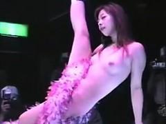 asian-public-flashing