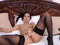 sexy-and-horny-camgirl-rubs-her-pussy-for-you