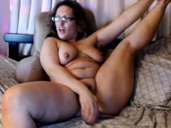 bbw-mature-masturbates-on-webcam