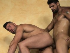muscle-bear-bareback-with-anal-cumshot