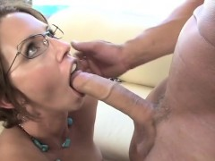 MILF Mia Outdoor Blowjob