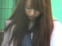 japanese-student-peeing