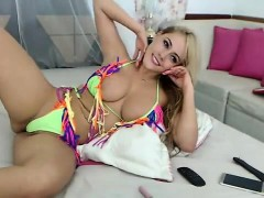 babe-divineadelle-flashing-boobs-on-live-webcam