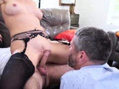zoey-monroe-tries-couples-therapy-but-she-wants-to-be-fucked