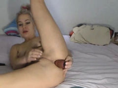 Hot Babe Fuck Her Holes Using Her Toys