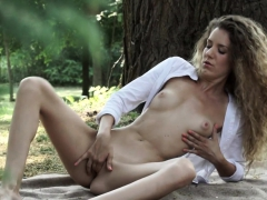 Classy Amateur Babe Masturbated Outdoors