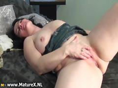 busty-mature-housewife-spreading-part3