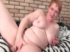 busty-mature-fingering-her-pussy