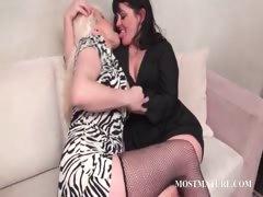 lesbo-mature-couple-tongue-kissing