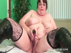 voloptuous-cougar-dildoing-pussy