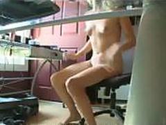 babe-caught-surfing-porn