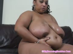 shanice-big-bootie-on-sofa