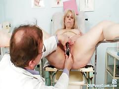 Big Boobs Mom Gets Her Both Holes Properly Checked By A