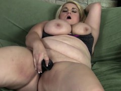 Porky Blonde Masseratie Monica Dildos Herself To Orgasm