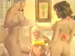 classic-lesbian-threesome