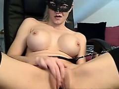 blonde-hottie-using-dildo-live-adult-webcam-trendcams-com