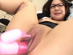 While Dong Her Best At Work Shino Nakamura Is Interrupted