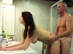 Tonic Oldman Fucking His Teen Babe In Bath