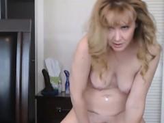 bizarre-mature-whore-doing-amateur-webcam-show