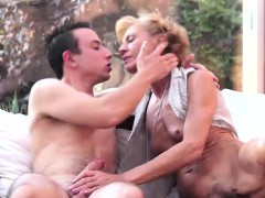Experianced Cock Gobbling Granny