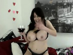 chubby-and-busty-chick-chatting