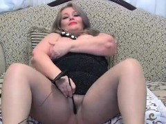 busty-chubby-mature-toying-on-cams