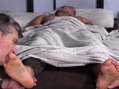 Tattooed Hunk Kc Getting His Bare Feet And Sexy Toes Sucked