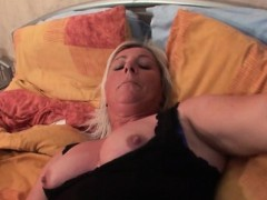 mature-stunner-doing-her-cunt-with-a-dildo