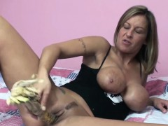 kinky-wife-leeanna-heart-uses-corn-to-fuck-her-hot-pussy