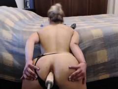 sexy-babe-spreads-ass-fucks-dildo-on-webcam