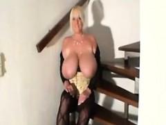 bbw-oils-up-her-tits