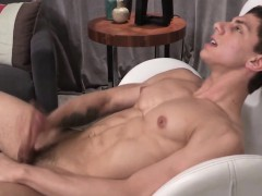 ripped-hunk-cumspraying-on-his-sixpack