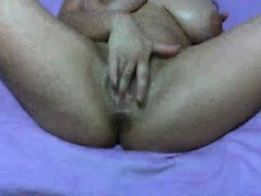 kenia-live-masturbating-on-webcam