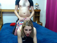 skinny-blonde-cocksucker-gets-fucked-doggy-style-in-a-homem