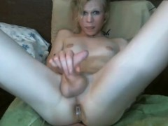 sexy-transgender-with-big-plug-in-her-ass-webcam
