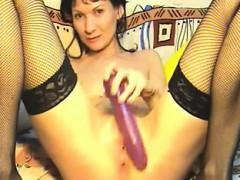 seductive-mom-on-webcam-show-dayna-live