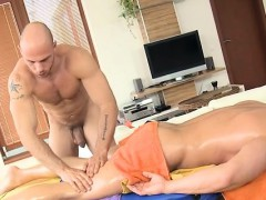 Male Masseur Is Delighting A Bulky Homosexual Bear