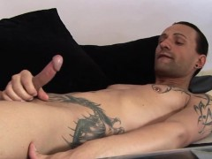 jeff-paris-spends-some-quality-time-alone-wanking-his-dick