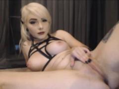 blonde-webcam-chick-loves-to-masturbate-anal