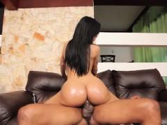 latina-ts-beauty-bouncing-booty-on-cock