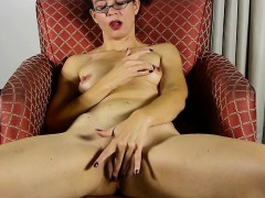 Mature Nerd Mommy With Hungry Puss Sharita