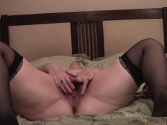 plump-solo-senorita-proudly-shows-her-juicy-buttocks
