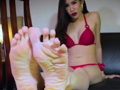 Foot Teasing Ladyboy Curling Her Nice Toes