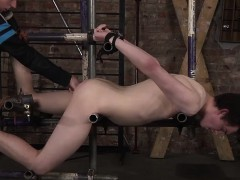 slave-master-ashton-gets-hard-on-eli-manuels-sexy-ass