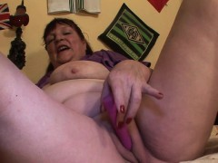 Chubby Mature Chick Mother Playing Gladys From 1fuckdatecom