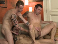 latin-gays-threesome-and-cumshot