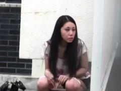 japanese-slut-urinating